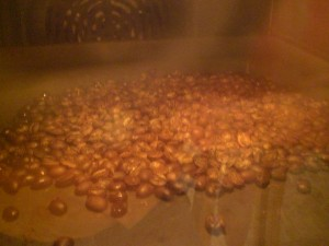 Rist kaffebønner i egen ovn - nu popper de snart!