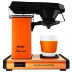 Moccamaster_ One - den første filterkaffemaskine til brygning af en kop kaffe. Her i orange.